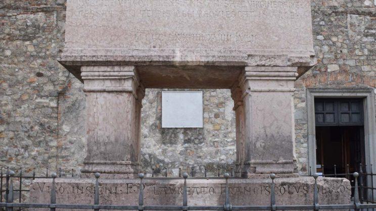 immagine punto di interesse Tomba del Petrarca