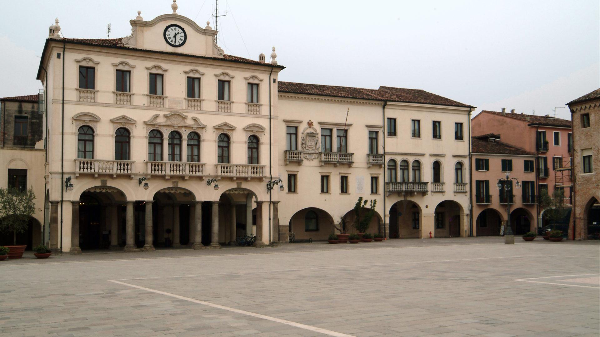 palazzo municipale este facciata